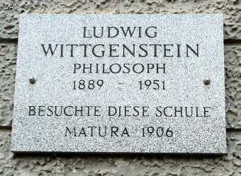 On the wall to the left of the portal Fadingerschule 